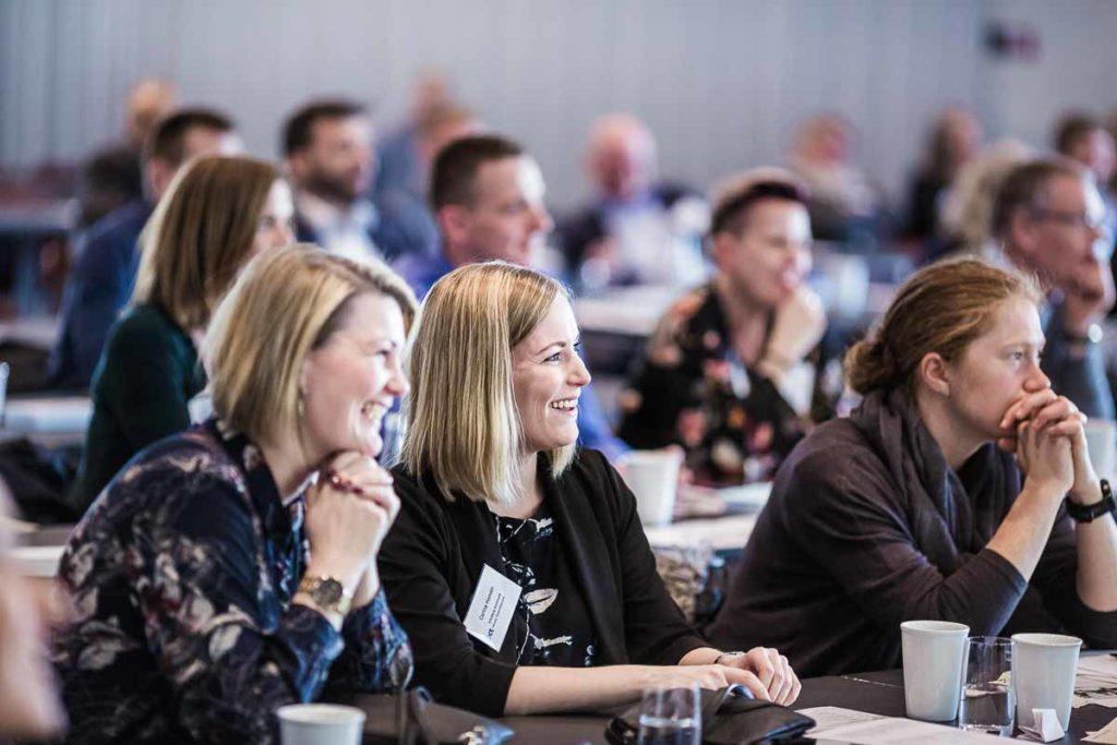 Billeder fra jeres konferencer giver mere opmærksomhed