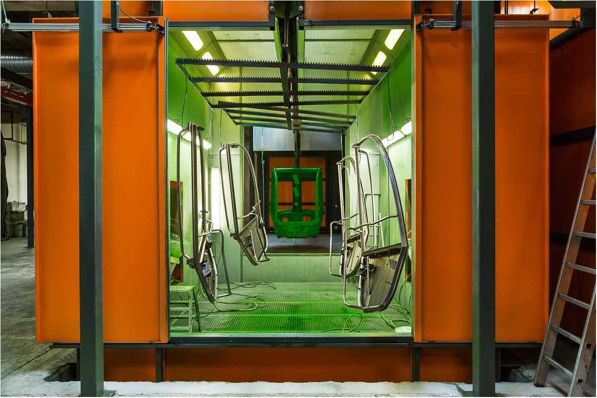 produktion og værkstedsfaciliteter, close-ups på maskiner, redskaber