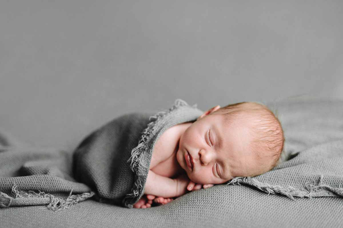 Newborn fotografering / nyfødtfotografering i eget hjem